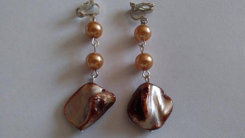 Cercei clipsuri scoica si perle de sticla