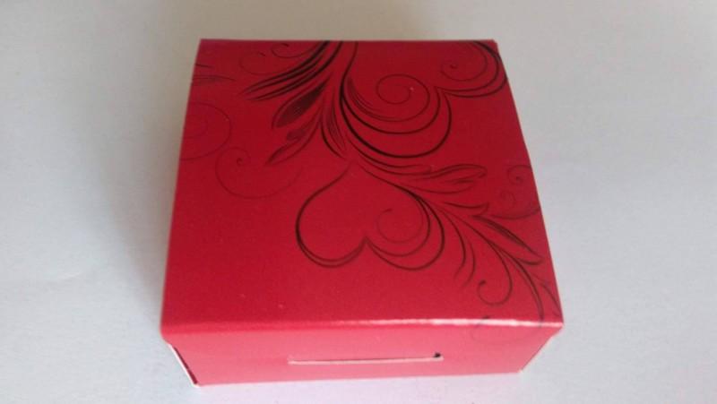 Cutie rosu cu negru pentru set colier si cercei