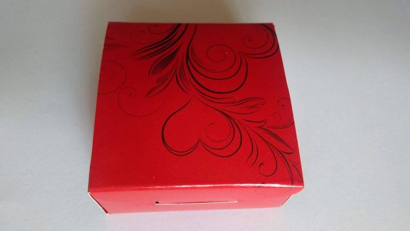 Cutie rosu cu negru pentru cercei