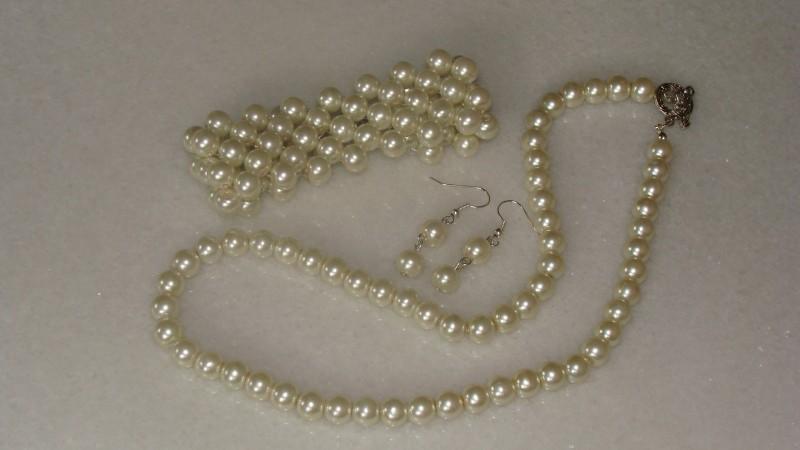 Set elegant cu perle de sticla crem