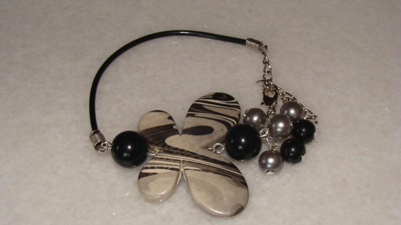 Bratara cu fluturas si perle de sticla
